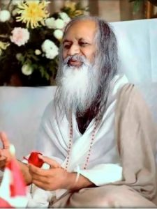 Maharishi Mahesh Yogi introduced simple mental techniques to relax the mind.